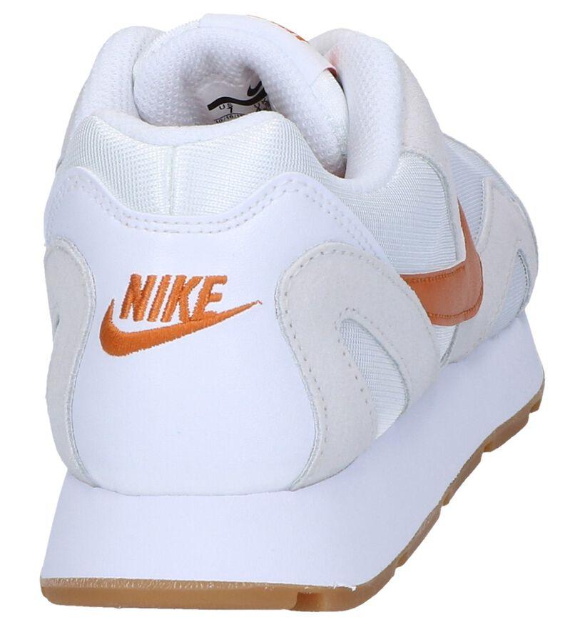 Nike Baskets basses en Blanc en daim (249805)
