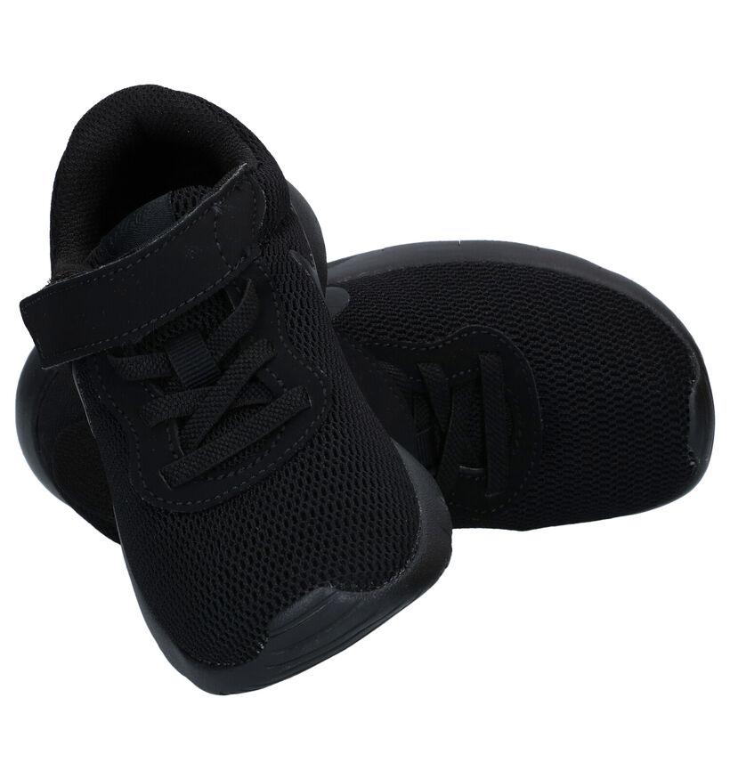 Nike Tanjun Baskets basses en Noir en textile (249913)