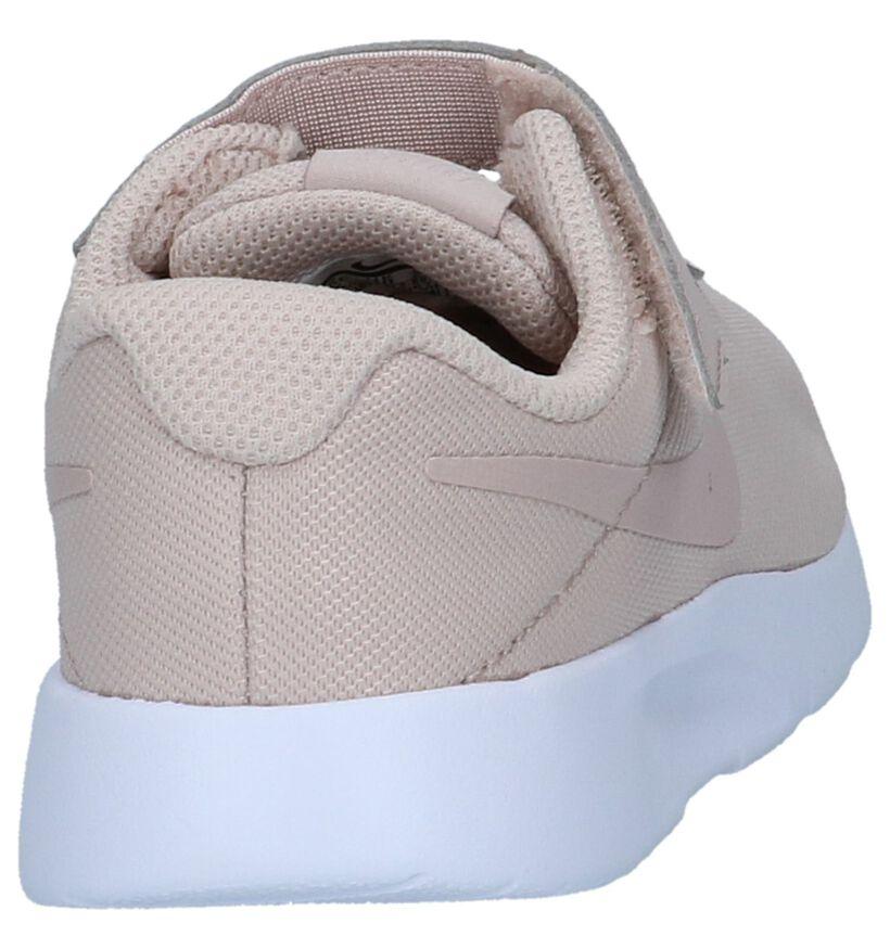 Licht Roze Nike Tanjun Lage Sneakers in stof (234441)