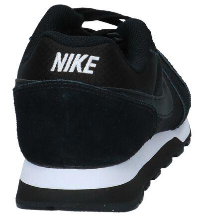 Nike MD Runner Baskets basses en Blanc en textile (210032)