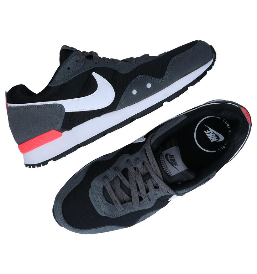 Nike Venture Runner Blauwe Sneakers in stof (283890)