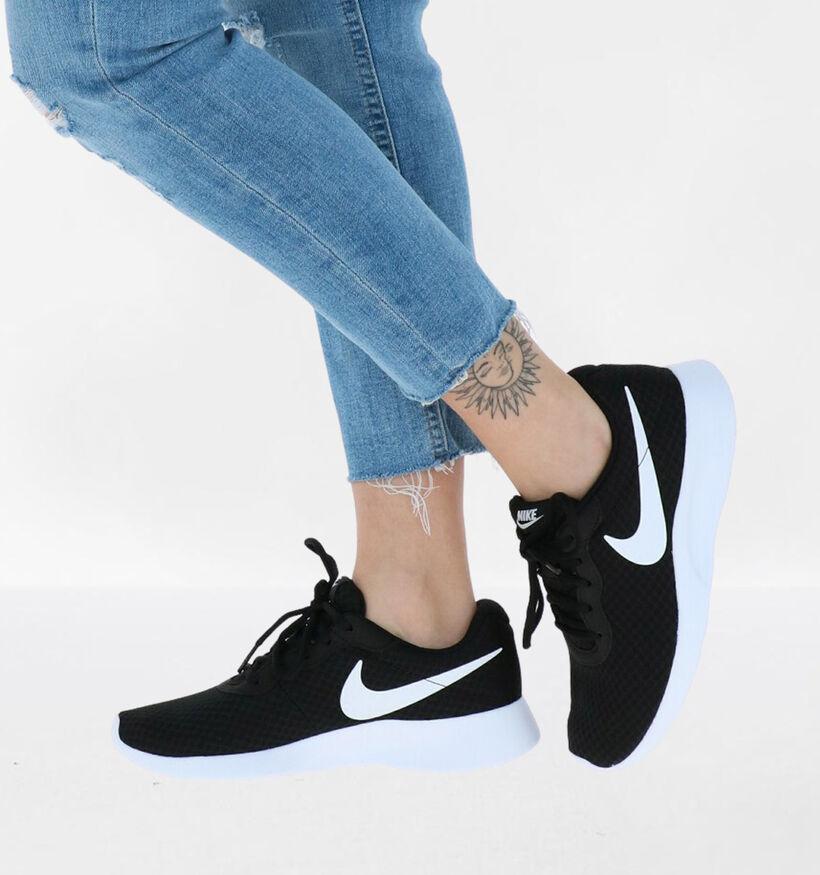 Nike Tanjun Zwarte Sneakers in stof (261872)