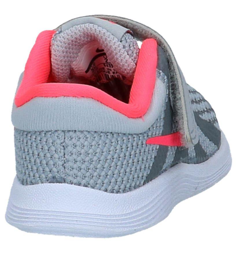 Nike Revolution Baskets basses en Gris en textile (222609)