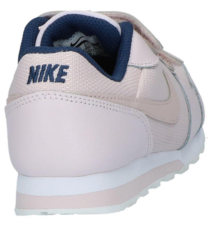 Nike MD Runner Baskets basses en Rose clair en cuir (209983)