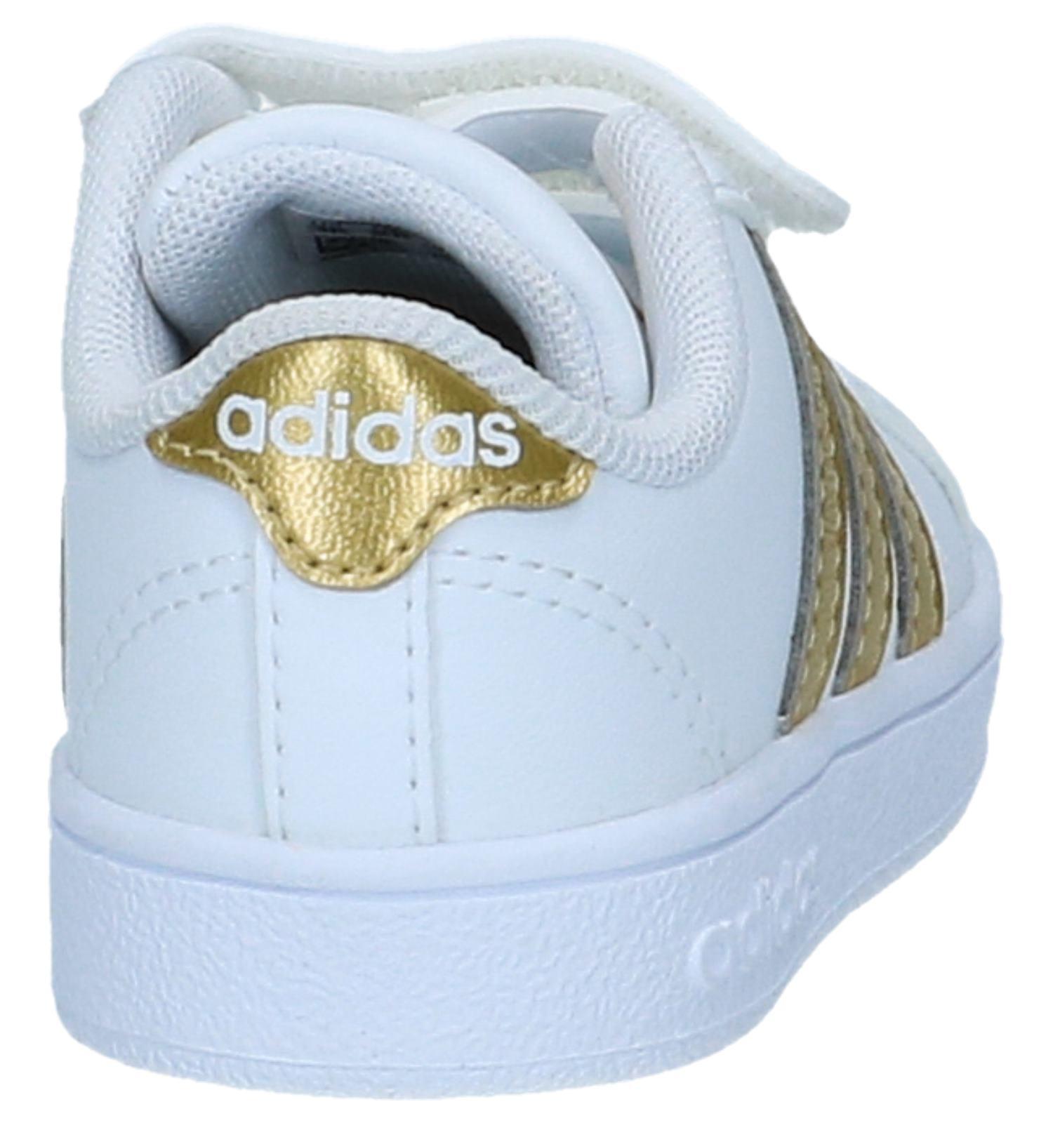 67f32e90b15 Witte met Gouden Lage Sneakers Adidas Baseline CMF | TORFS.BE | Gratis  verzend en retour